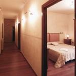 Dettaglio Corridoio con Ingresso Stanza - Ranch Hotel