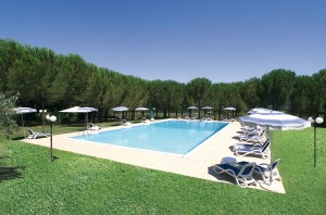 residence scarlino - Dettaglio Pineta con Piscina 10x20mt - Ranch Hotel